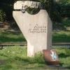Supporto in pietra disegnato da Carlo Scarpa su cui era poggiato il monumento alla Partigiana