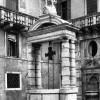 Jacopo Tatti, detto il Sansovino (progetto), Danese Cattaneo (statua di Apollo), Vera da pozzo, pietra d'Istria, metà XVI secolo. Venezia, Ca' Pesaro, cortile